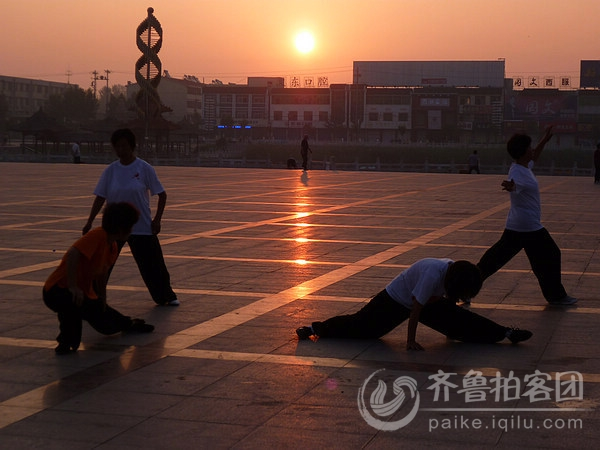 齐鲁峰天天拍491——郓城唐塔公园之晨练者