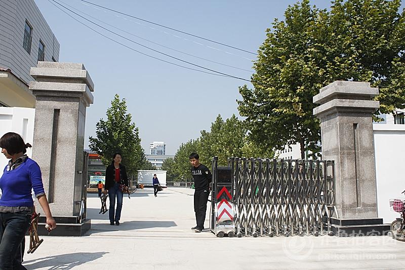 曲阜舞舆坛小学幼儿园是按照省内一级标准幼儿园设计安装的……门卫