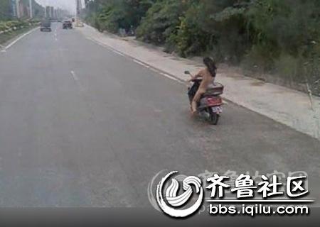 广西省钦州市钦州港滨海公路赤裸女骑士