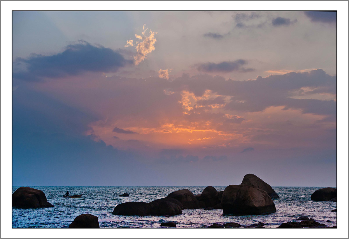 黄昏时的三亚海角天涯