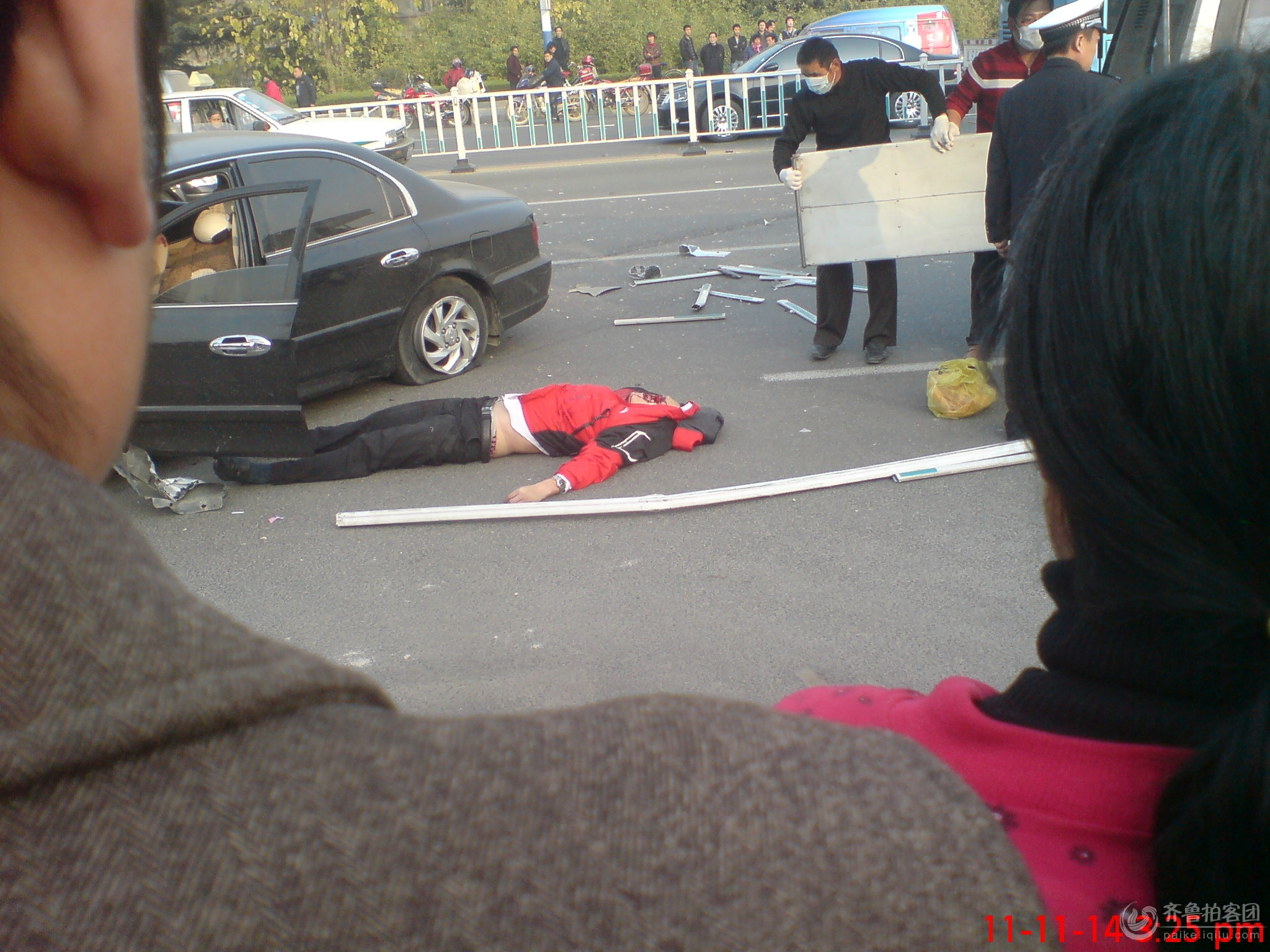拍客直击车祸现场高清图片