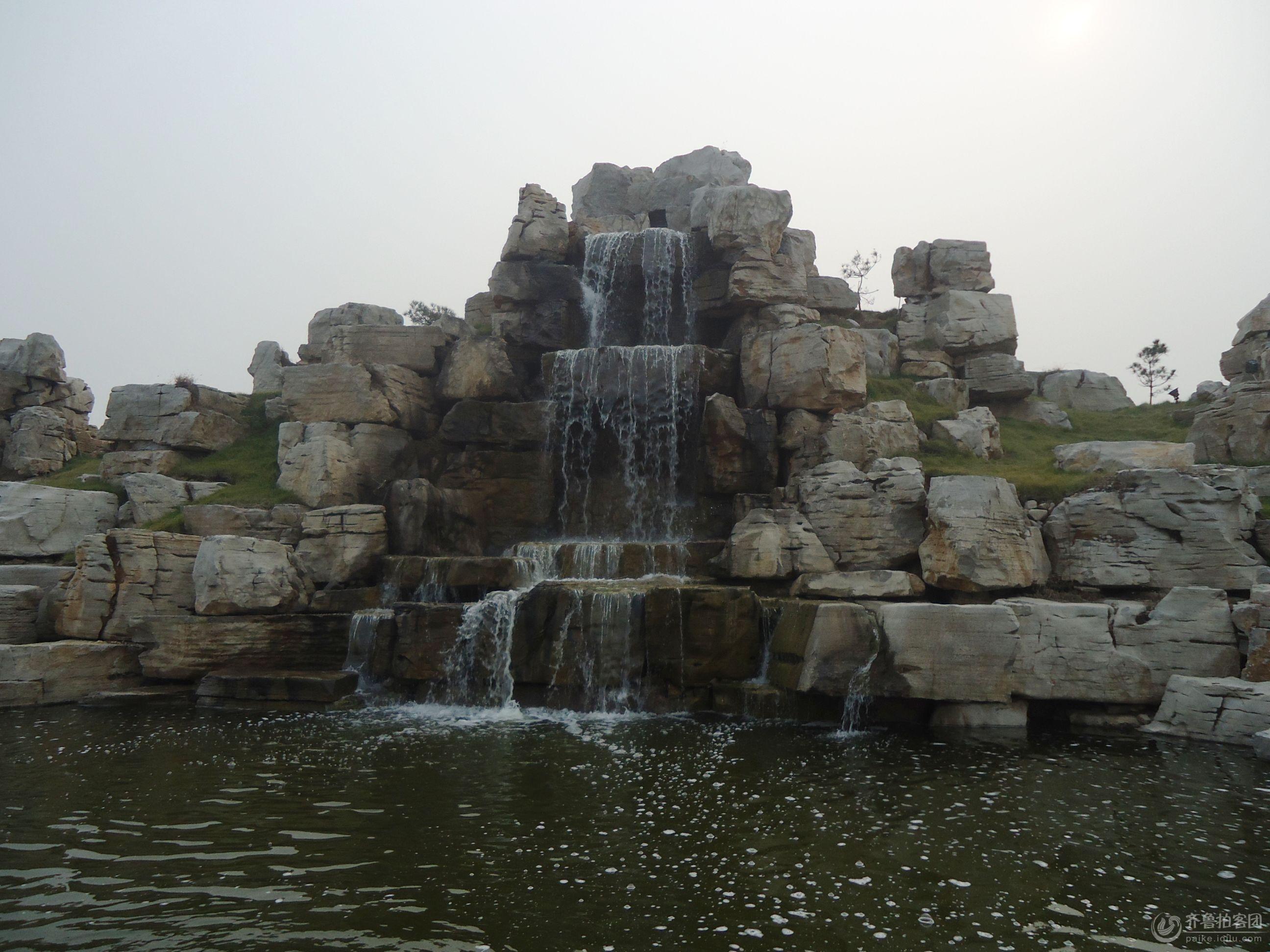 人民公园的假山流水