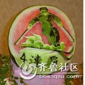 水果拼盘西瓜花样切法 切西-西瓜果盘花样切法 西瓜果盘切法图解