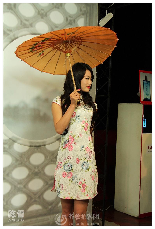 旗袍花伞俏模特