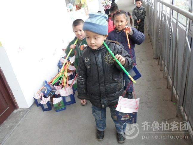 峨庄中心幼儿园利用废旧物品制作玩具