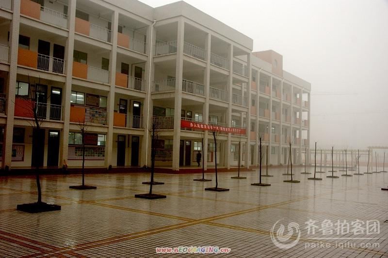 目睹单县开发区实验小学办人民教育功在千秋剪影图片