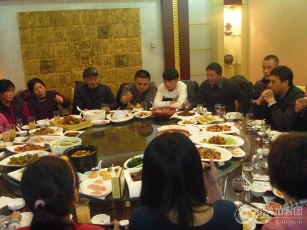 家庭 聚餐 照片 聚餐 图片 聚餐 图片 同事 聚餐 上面