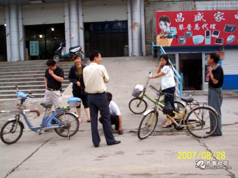 电动车与自行车相撞