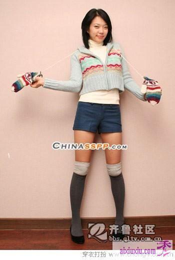 今年冬季长袜和短裤短裙的搭配 高清图片
