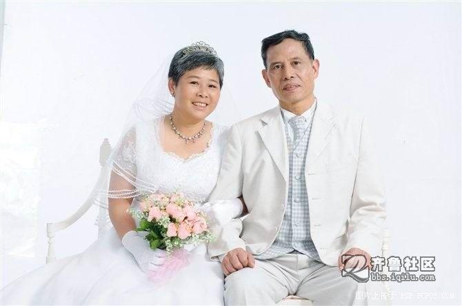 mm和军人哥哥的婚纱照哦.祝福哟
