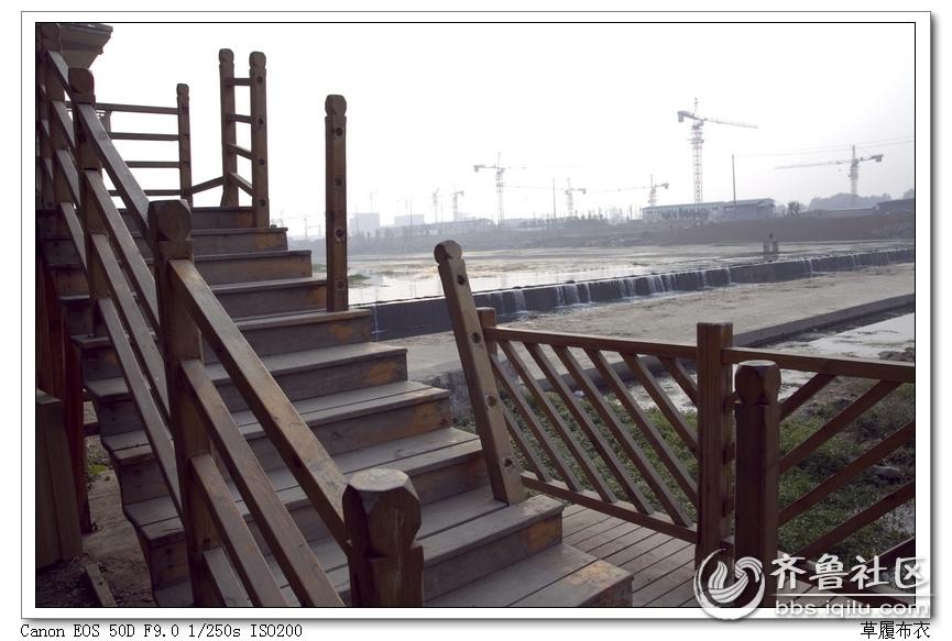 荆河沿岸木质护栏损坏