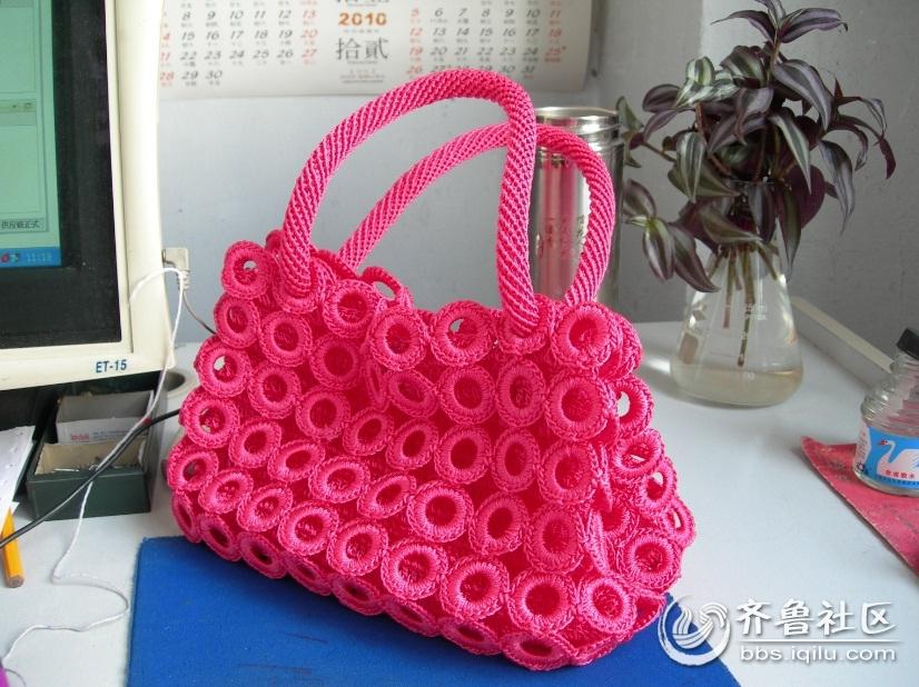手工艺品:做工精致的钩针编织品小提包
