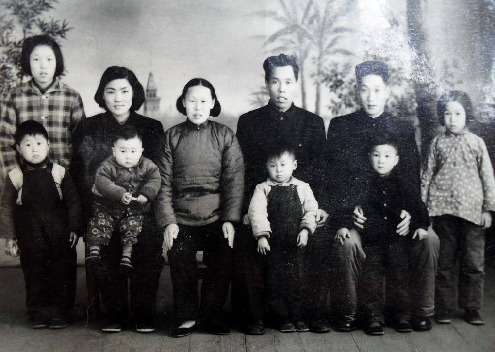 五十年代的全家福照片