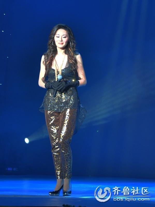 安丘2011春晚上的美女歌手