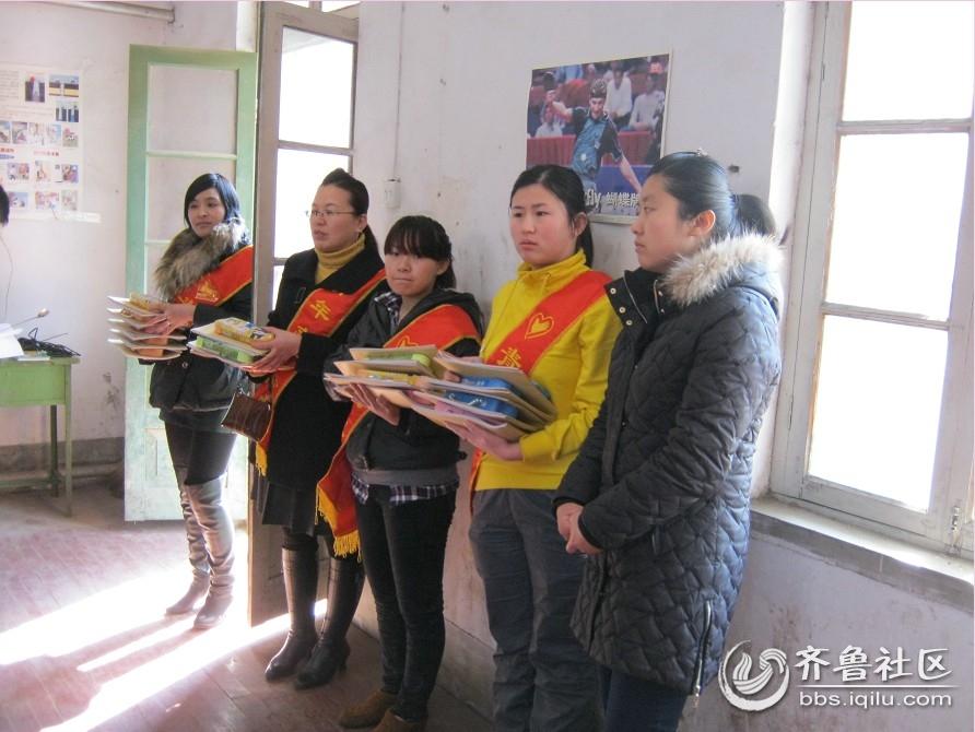 关爱聋哑儿童,叩响无声世界; .临邑义工为孩子们准备了学习文具;