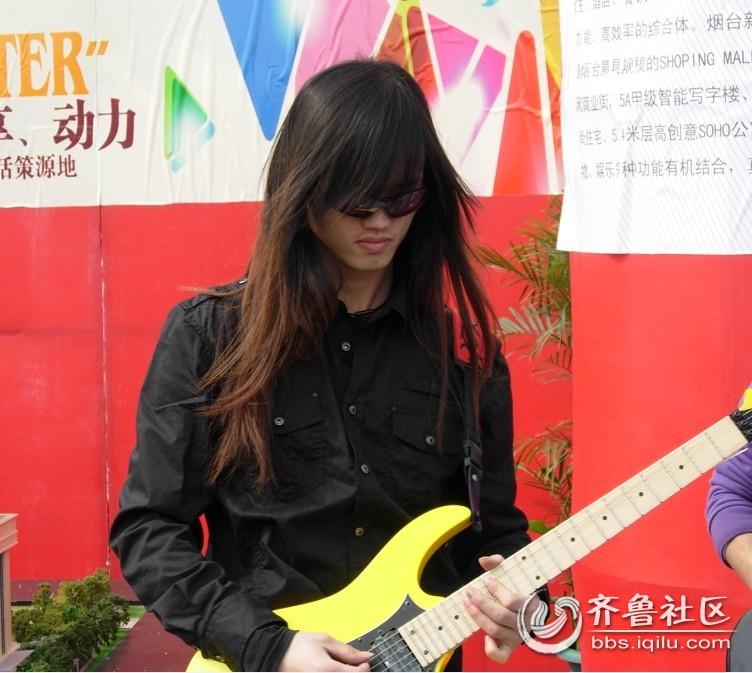 德州美女吉它手如此多娇 引无数男人。