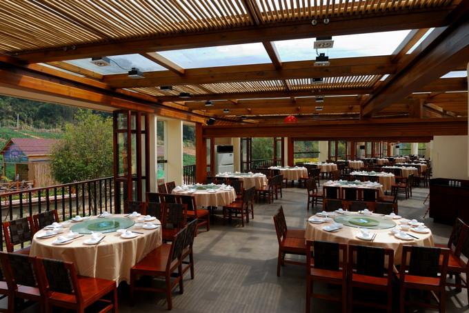 p>《薰衣草 小木屋》 /p> p>004 /p> p>酒店的透明餐厅 /p> p> /p>