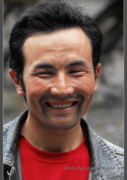的哈萨克男青年海拉提 西游记之人像图片