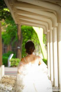 好朋友阿允—— 一个人的婚纱