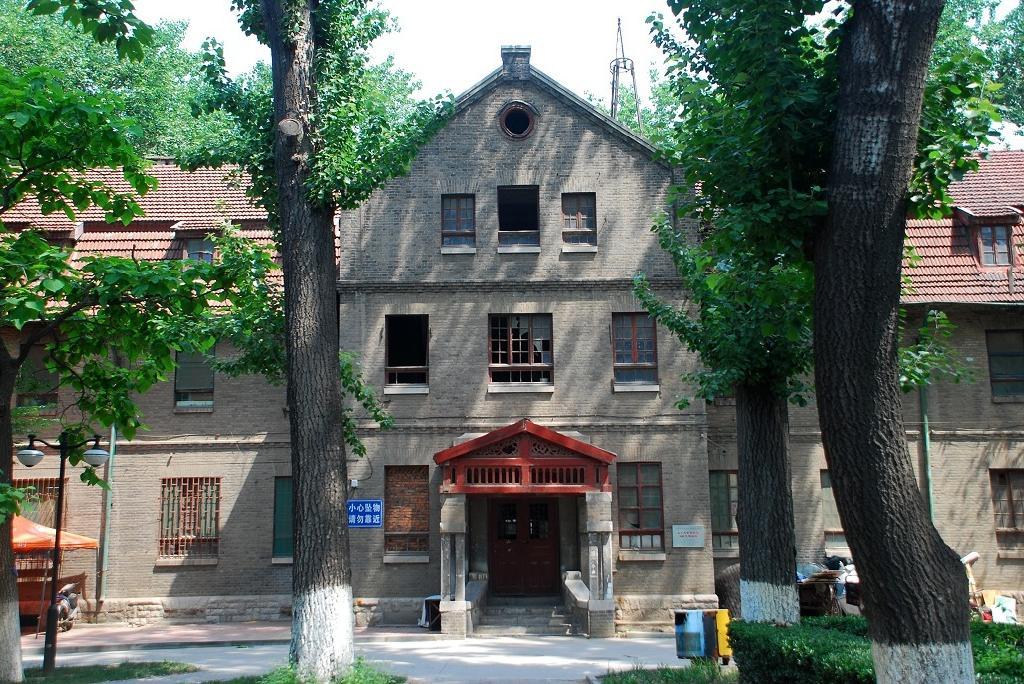 山东大学老校区最早为始建于1936年的教会学校济南私立