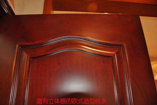 门扇富有立体感欧式造型线条装饰区域